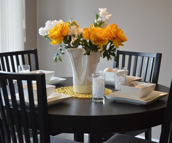What Factors Must You Consider When Buying a Dining Set?