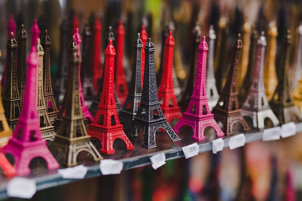 Souvenir Supplier Brings Memories To Products